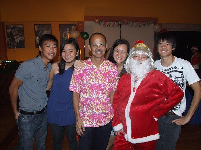 Christmas Countdown Party 09 - A family meets Santa